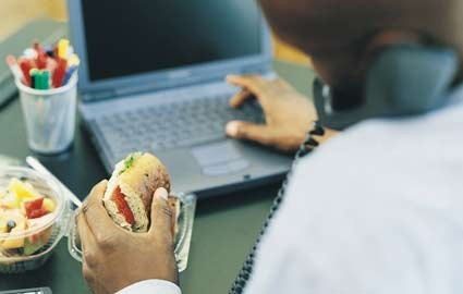 man-eating-at-desk-lunch-computer425wy121009