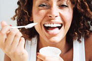 woman-eating-yogurt186wy0621072